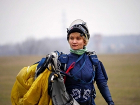 Inna Volobuyeva, skydiving instructor in Moscow