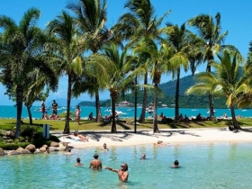 Airlie Beach Magnums Hostel, Accommodation and Diving, Great Barrier Reef