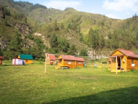Mlechnyi Put Tourist Base in Areda Tract in Altai, Chemal Village